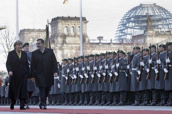 Tsiprasa v Berlíne vítali so všetkými poctami.