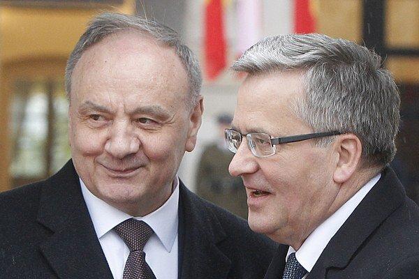 Moldavský prezident Nicolae Timofti (na snímke vľavo) a poľský prezident Bronislaw Komorowski.