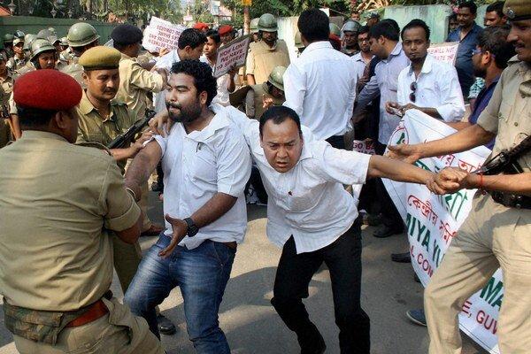 Prípady znásilnenia vyvolávajú pobúrenie indickej verejnosti.
