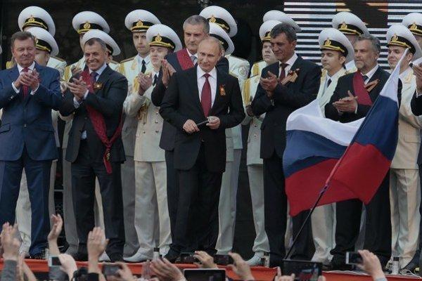 Putin nepoužil na obranu Krymu jadrové zbrane, ale neoznačených vojakov.