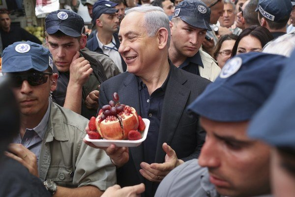 Netanjahu išiel v kampani medzi ľudí.