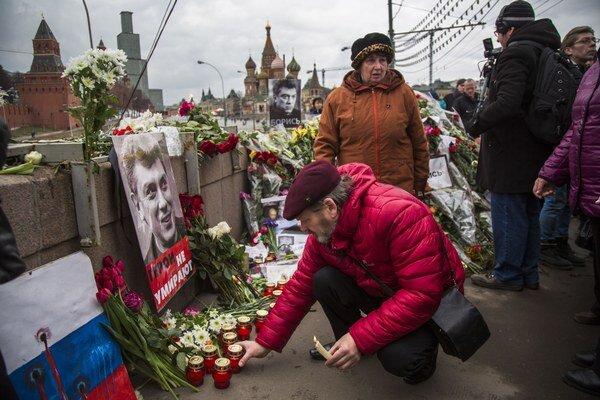 Nemcova zastrelili minulý piatok večer neznámi páchatelia v centre Moskvy