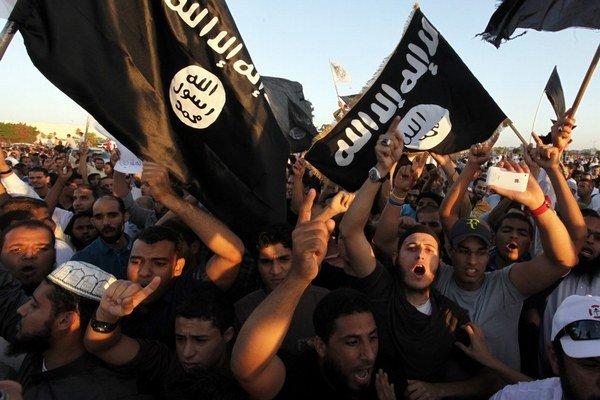 V Líbyi vládne chaos a čoraz viac aj islamisti.