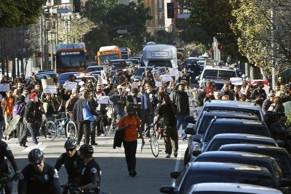 Zastrelenie muža vyvolalo v LA protesty.