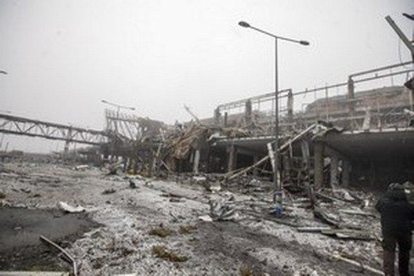 Na snímke z 21. januára 2015 je zničené letisko v Donecku na východe Ukrajiny.