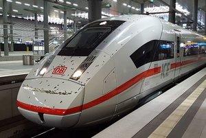 Nový ICE 4 počas oficiálnej prezentácie na hlavnej stanici v Berlíne.