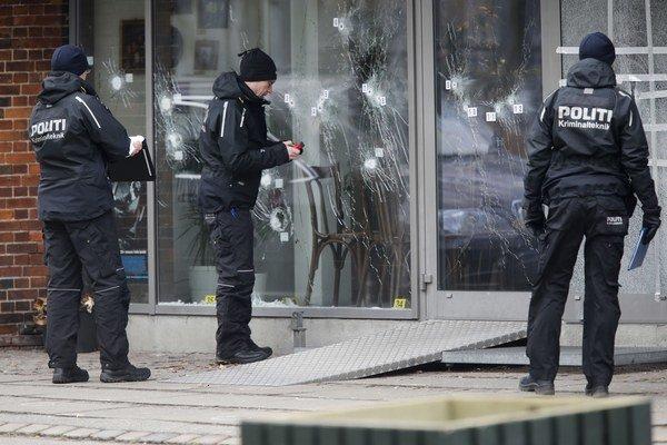 Dánska polícia zastrelila v kodanskej štvrti muža podozrivého zo spáchania dvojice ozbrojených útokov, pri ktorých zomreli dvaja ľudia.