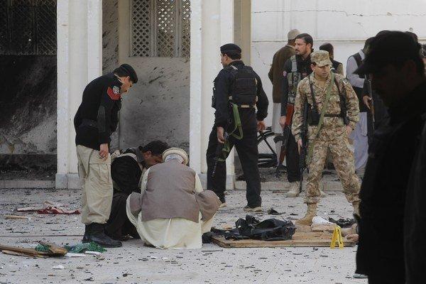 Najmenej 19 ľudí zahynulo pri útoku militantov na šiitskú mešitu v meste Pešávar.
