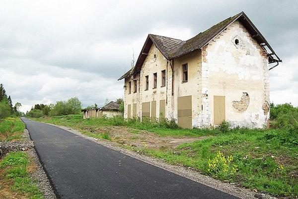 Železničnú stanicu v Suchej Hore otvorili v roku 1899.