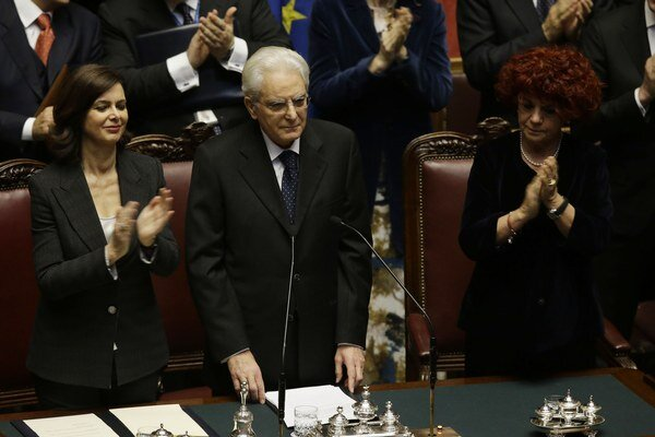 Novozvolený taliansky prezident Sergio Mattarella (v strede).