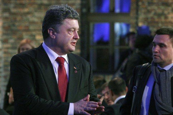 Ukrajinský prezident Petro Porošenko (na snímke vľavo).