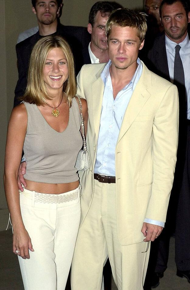 Brad Pitt a Jeniffer Aniston. Strojcom oboch Pittových rozvodov boli ženy.