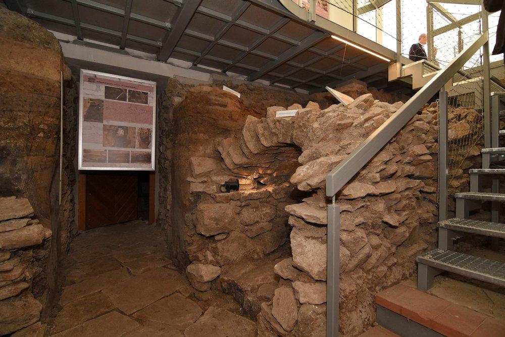 Klenbičková kanalizácia z 19. storočia a stredoveká pec v pivničných priestoroch v Múzeu Spiša.