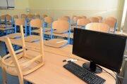Takto to vyzeralo. V niektorých školách sa začalo vyučovanie neskôr.