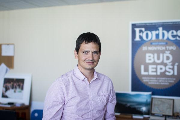 Reavis nekomunikujú a my ani nikoho nenútime, tvrdí šéfredaktor Forbes Juraj Porubský.