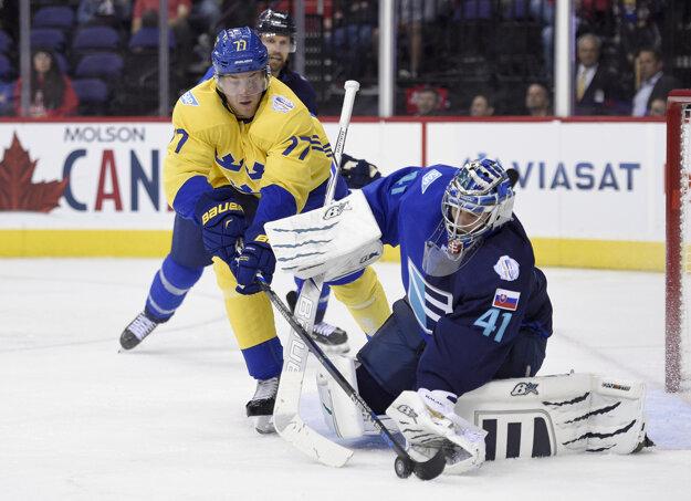 Halák chytal prípravný zápas proti Švédovm, v ktorom Európa vyhrala 6:2.