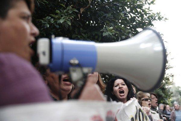 Grécke upratovačky v Aténach protestujú proti úsporným opatreniam už niekoľko mesiacov. Veria, že po voľbách sa ich situácia zlepší.