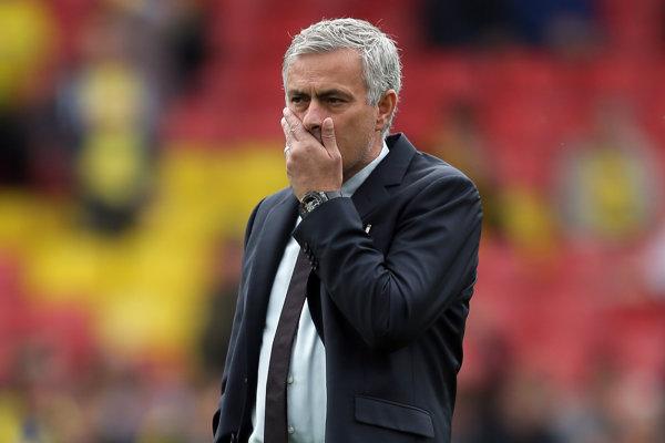 Jose Mourinho má problém.