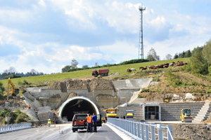 Na snímke portál tunela Svrčinovec na úseku diaľnice D3 Svrčinovec - Skalité počas kontrolného dňa.