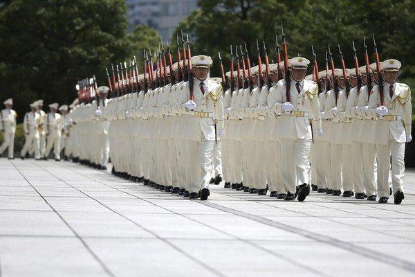 Japonská armáda už nebude len na obranu krajiny. Po novom bude môcť pomôcť aj napadnutým spojencom.
