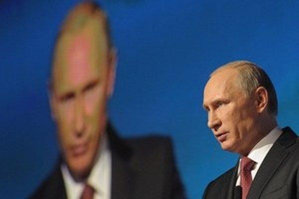 Vladimir Putin na investičnom fóre v Moskve.