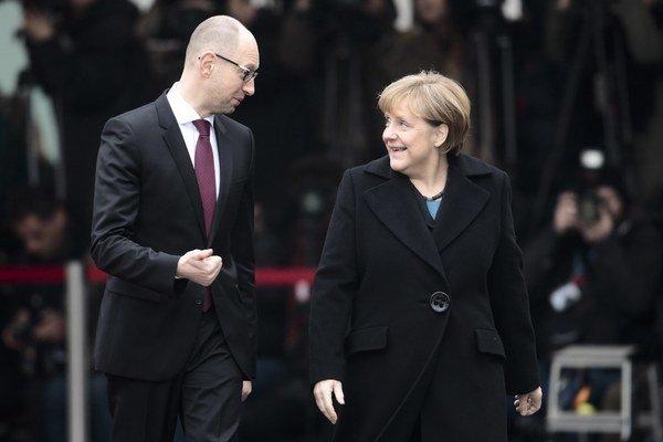 Nemecká kancelárka Angela Merkelová s premiérom Ukrajiny Arsenijom Jaceňukom.