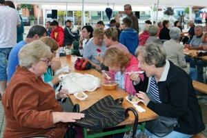 Na Dni obcí pravnianskeh doliny sa dobroty míňali veľmi rýchlo.