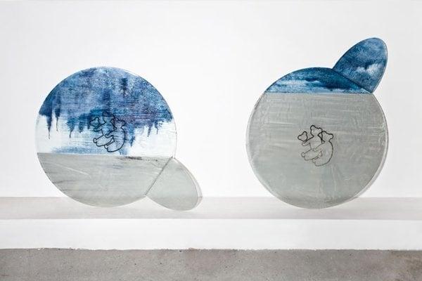 Palo Macho spája sklo s dielami iných umelcov.