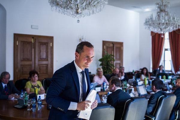 Nomináciu Radoslava Procházku na post sudcu v Luxemburgu nedávno schválila Súdna rada. Politik mal len jedného protikandidáta - Ivana Rumanu z Najvyššieho súdu.