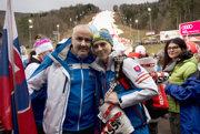 Otec slovenskej lyžiarky Petry Vlhovej Igor Vlha s dcérou Petrou (uprostred) a vpravo mama Zuzana Vlhová.