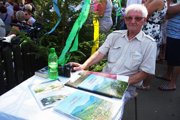 Autor knihy o Stupnom Milan Krajčoviech.