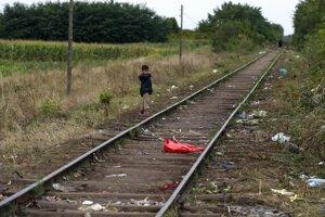 Železničná trať neďaleko maďarsko-srbských hraníc pri obci Röszke.