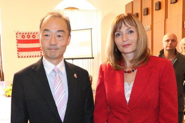 Primátorka s veľvyslancom.