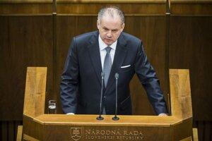 Prezident mal k novele zákona výhrady už pri jej schvaľovaní v parlamente.