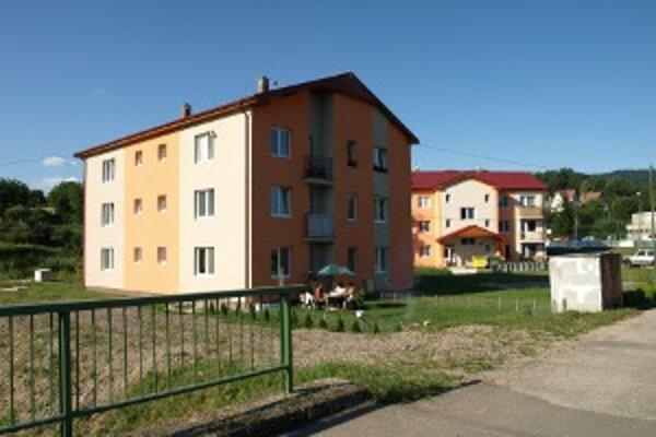 Nové bytovky zničila vlaňajšia povodeň.