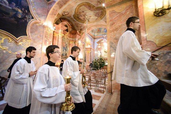 Miništranti zvládli trasu vedúcu cez Graz, Udine, Benátky, Ravennu, Anconu, L´Aquilu až do Vatikánu.