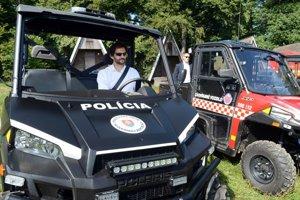 Na snímke podpredseda vlády SR a minister vnútra SR Robert Kaliňák za volantom ľahkého terénneho vozidla Polaris Ranger XP 900 určeného pre hasičov a záchranárov.