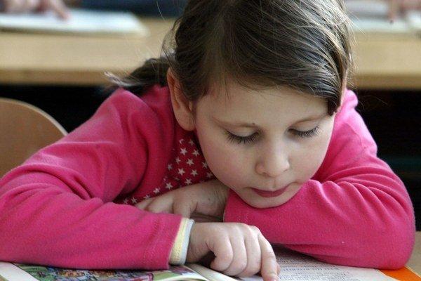 Niektorých prvákov môže začiatok školy stresovať.