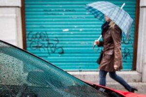 Cez víkend bude dáždnik nevyhnutnosťou.