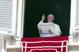 Pápež vyzýva na pomoc utečencom.