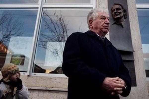 Anton Srholec (na snímke), navrhoval prezidentovi, aby za člena správnej rady ÚPN vymenoval historika Františka Neupauera.