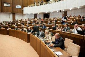 Plénum NR SR nepodporilo návrh novely zákona o volebnej kampani z dielne Petra Osuského, ktorý chcel umožniť zverejňovanie výsledkov volebných prieskumov až do volebného dňa.