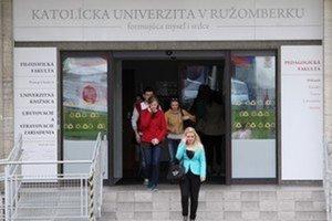 Sestra maďarského kardinála získala doktorát na Katolíckej univerzite napriek tomu, že nevie po slovensky.