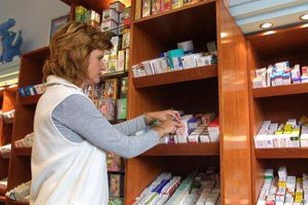 Zdravotné poisťovne by od budúceho roka mali pacientom v rámci ochranného limitu na doplatky za lieky vracať viac peňazí.