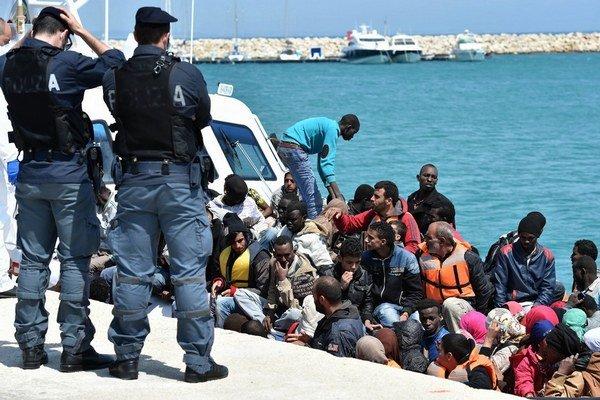 Každoročne mieria do Európy desaťtisíce migrantov.