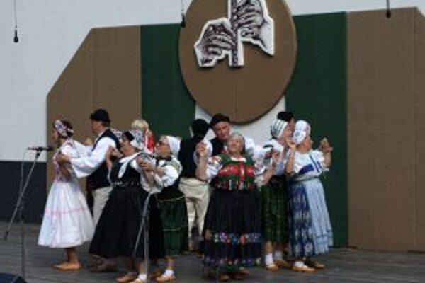 Folklórne súbory sa stretnú v Prievidzi.