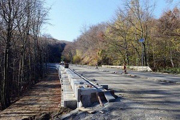 Na horskom priechode Pezinská Baba došlo k závažnej dopravnej nehode.