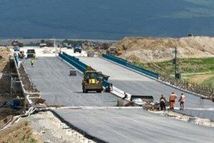 Váhostav v súčasnosti na Slovensku stavia šesť diaľničných úsekov, či už samostatne, alebo ako súčasť konzorcia.