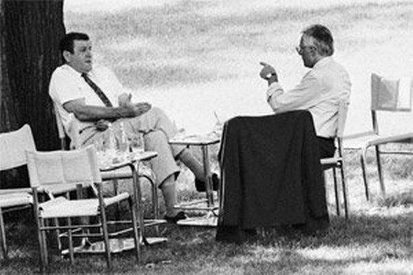 Len dvom fotografom sa podaril i z dnešného pohľadu majstrovský reportérsky kúsok. Zachytili v roku 1992 chvíľu, keď sa rozhodlo o tom, že Česko a Slovensko sa stanú dvoma republikami.