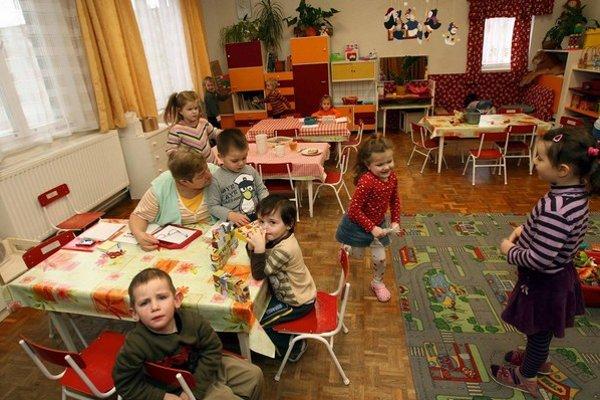 Asistenti pomáhajú deťom so zdravotným znevýhodnením začleniť sa do kolektívu.